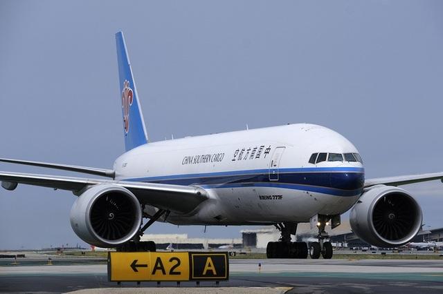 Máy bay chở thiết bị y tế trở về tay trắng sau khi đến Trung Quốc