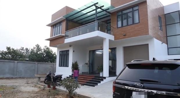 Choáng với biệt phủ rộng 800 m2 ở Ba Vì của cặp anh em Tam Mao TV3