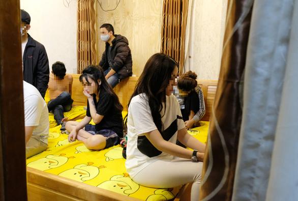 Chục nam nữ thuê biệt thự tổ chức mừng sinh nhật bằng ma tuý