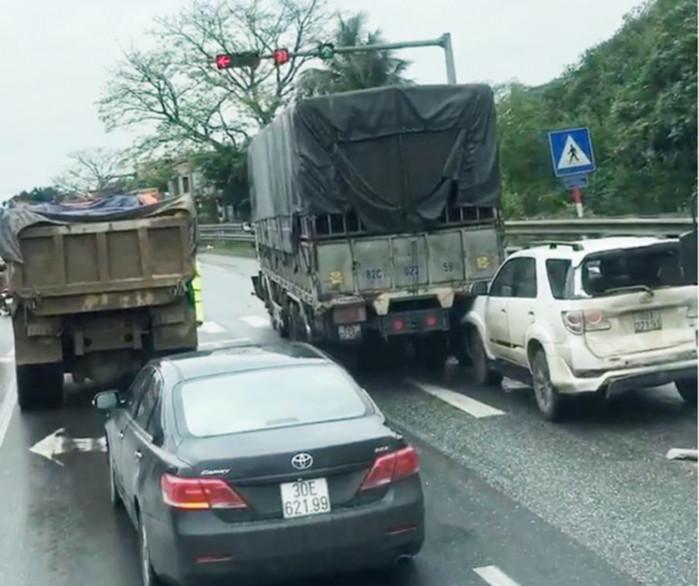 Ninh Bình: Tai nạn giao thông liên hoàn một người bị thương nặng