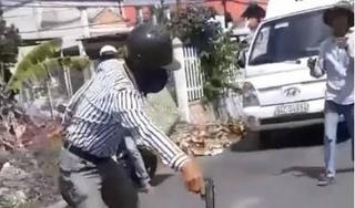 Sau va chạm giao thông, người đàn ông cầm súng nhựa đe dọa tài xế