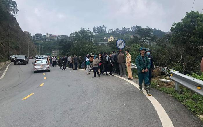 Vĩnh Phúc: Ô tô va chạm với xe máy khiến 2 xe lao xuống vực sâu 200 m
