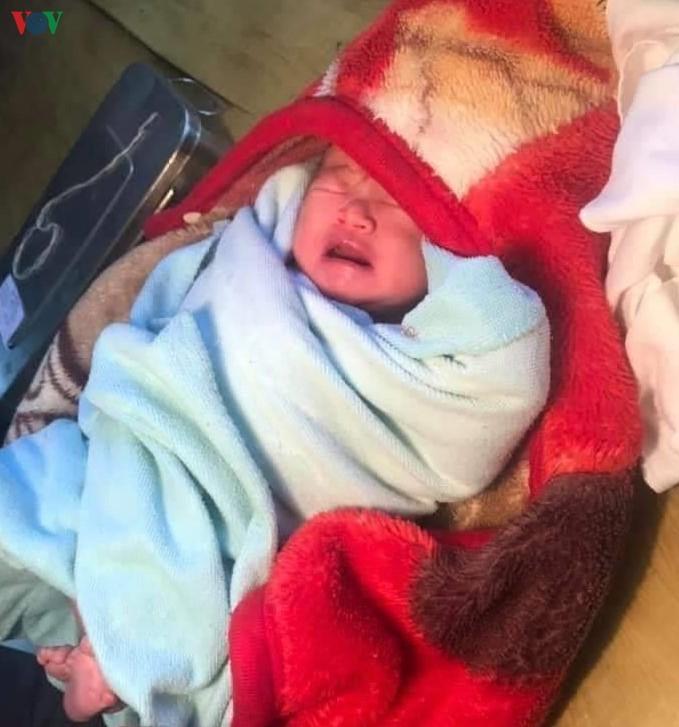 Yên Bái: Bé gái sơ sinh bị bỏ rơi trong nhà nghỉ