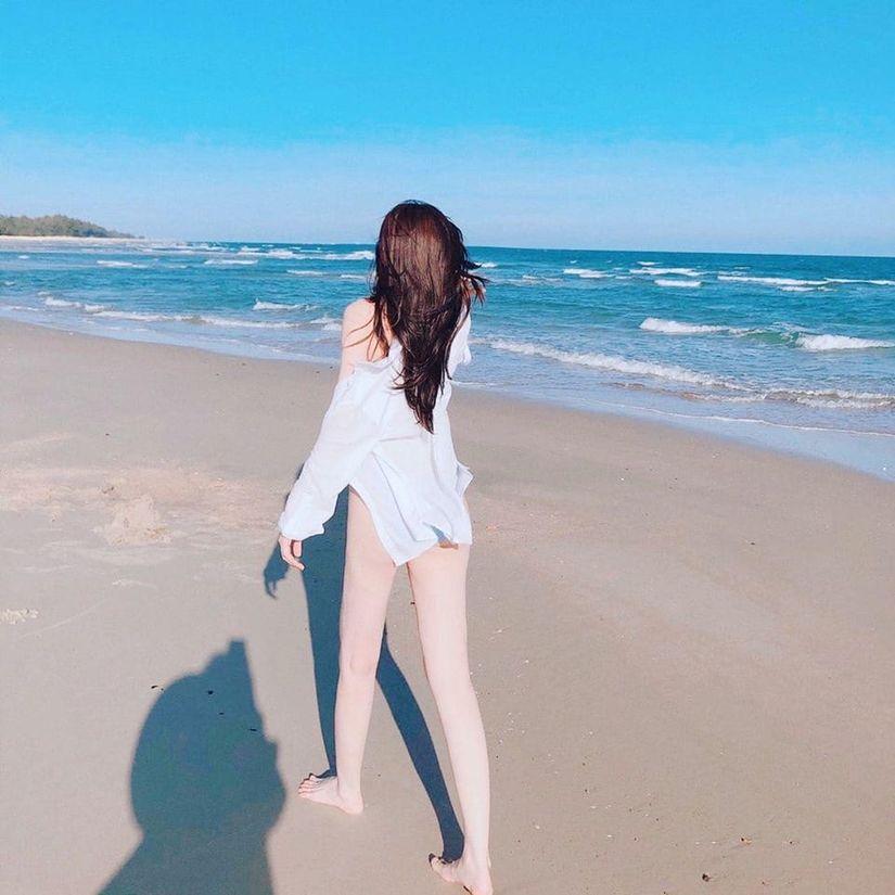 Cao Thái Hà mặc bikini khoe đường cong chuẩn từng cm