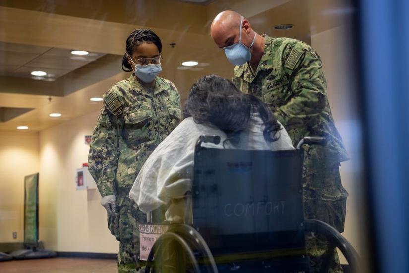 Bệnh nhân Covid-19 cuối cùng trên tàu bệnh viện New York đã xuất viện