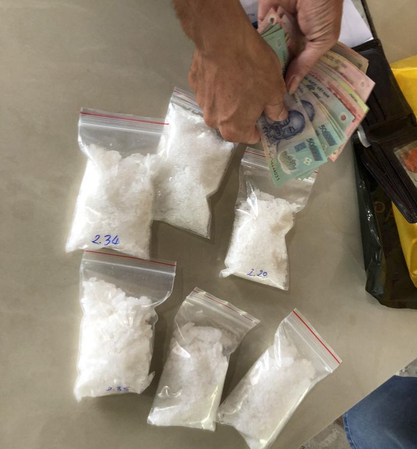 Bắt đôi vợ chồng đi ô tô vận chuyển ma túy từ Vũng Tàu về Cà Mau