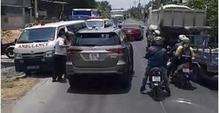 Tài xế ô tô 7 chỗ ép làn đường xe cứu thương đã bị xử lý thích đáng