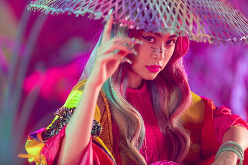 Lời bài hát Lyric Kẻ cắp gặp bà già Ca sĩ Hoàng Thùy Linh