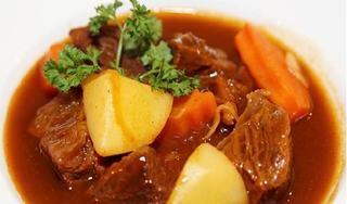Công thức nấu món bò sốt vang thơm mềm 'đúng điệu'