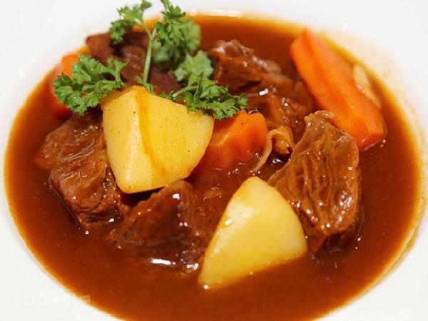 Công thức nấu món bò sốt vang thơm mềm đúng điệu