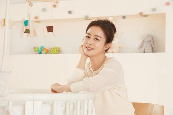 Kim Tae Hee tiết lộ Bi Rain không xem phim vợ đóng vì nội dung quá buồn