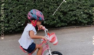 Dạy 'công chúa nhỏ' đi xe đạp, Hà Tăng tiết lộ góc cận mặt của con gái