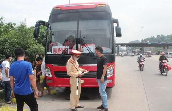 Xe khách ở Thanh Hóa 42 chỗ nhồi nhét 80 khách bị xử phạt hơn 50 triệu đồng