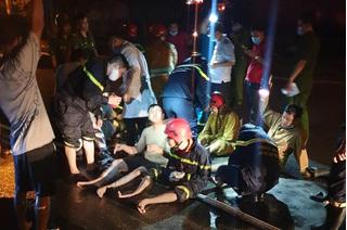 Nhiều lính cứu hỏa bị bỏng trong vụ cháy ở Khu chế xuất Tân Thuận