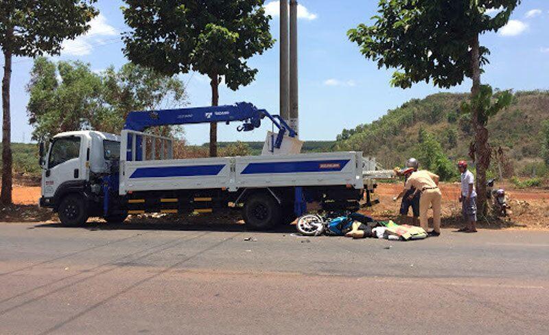 Tông vào xe tải đang dừng đỗ bên đường, nam thanh niên tử vong tại chỗ