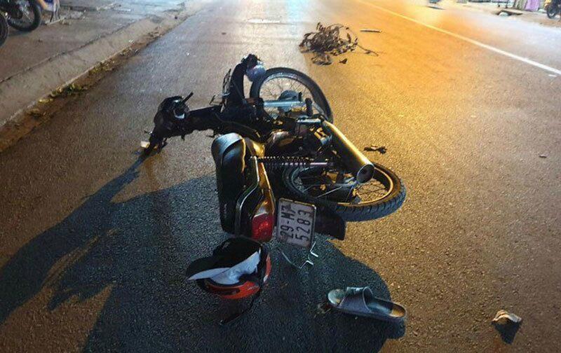 Dân truy đuổi chặn ô tô bỏ chạy sau tai nạn làm 1 người nguy kịch