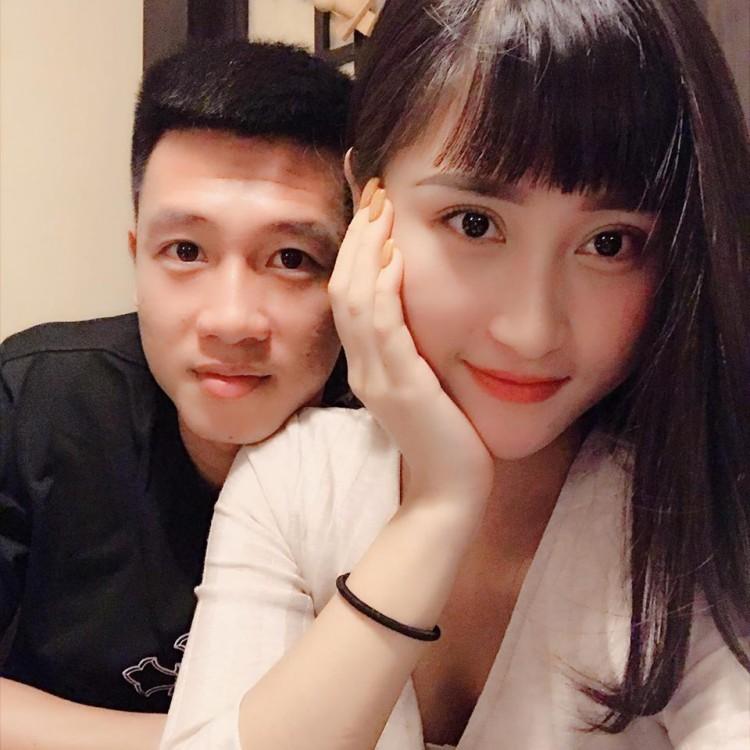 Hot girl Hải Phòng khoe vòng 1 nóng bỏng bên tiền vệ Huy Hùng4