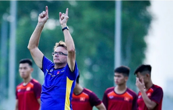 HLV Troussier muốn cùng U19 Việt Nam dự U20 thế giới