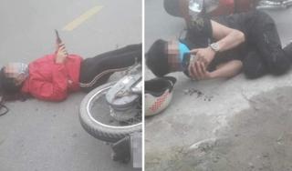 Sau va chạm giao thông, đôi nam nữ nằm xuống đường... bấm điện thoại
