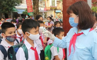 Ngày đầu đi học trở lại, mỗi lớp học ở Hà Nam chỉ tối đa 20 học sinh
