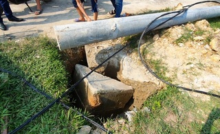 Vụ cột điện đổ đè chết công nhân: Do móng không đảm bảo?