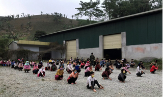 Lào Cai đón 84 công dân từ Trung Quốc về qua khu vực biên giới Bản Lầu