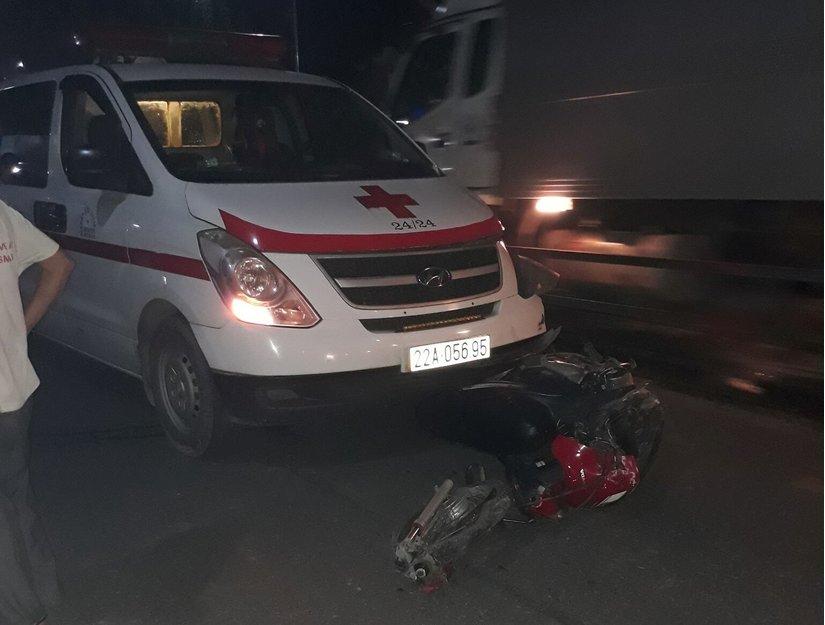 Xe máy đấu đầu với xe cứu thương, nam thanh niên tử vong tại chỗ