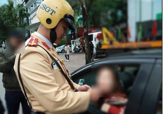 Nữ tài xế không bằng lái vẫn uống rượu lái xe bị phạt 40 triệu