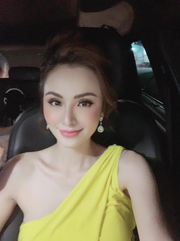 Bị nhận xét mắt lé, Hoa hậu Diễm Hương thẳng thắn đáp trả ngay trên sóng livestream