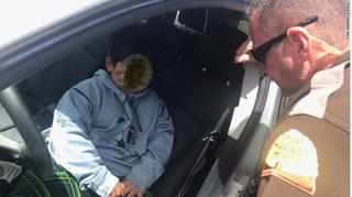 Cảnh sát sốc khi phát hiện cậu bé 5 tuổi một mình lái ô tô trên cao tốc