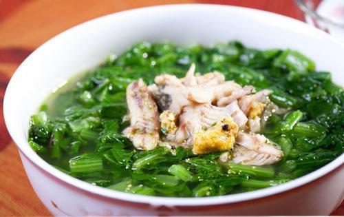 Canh cá rô đồng nấu cải xanh- món ngon không gì cưỡng nổi