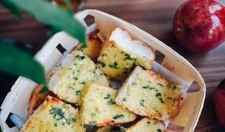Cách làm bánh mì nướng bơ tỏi bổ dưỡng cho bữa sáng