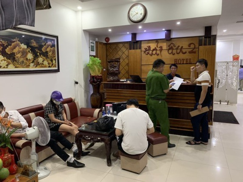 Quảng Bình: Xóa ổ mua bán dâm 500.000đ/lượt tại khách sạn Hải Âu