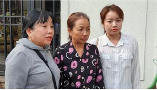 Mẹ tử tù Hồ Duy Hải nghẹn ngào chờ đợi bên ngoài phiên giám đốc thẩm sau 10 năm