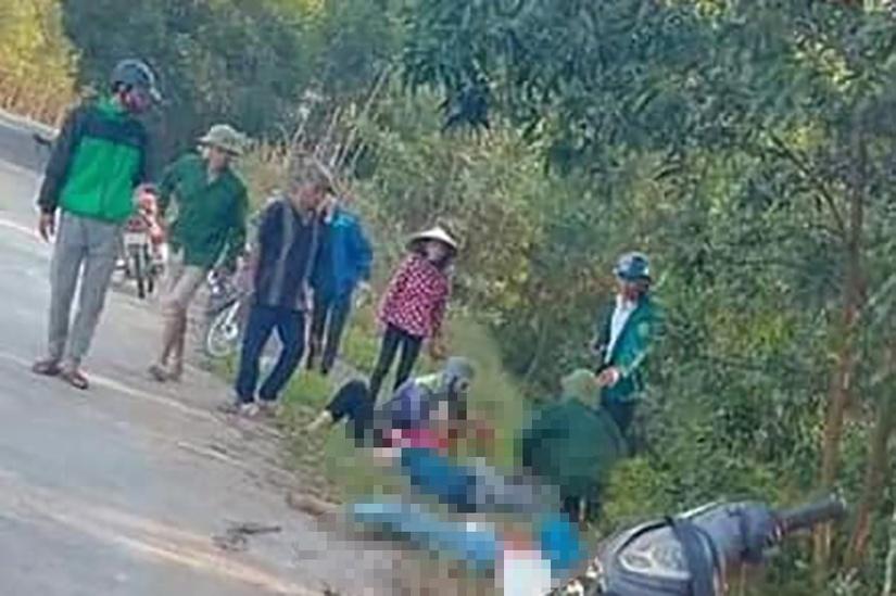 Xe máy chở 4 đâm vào cột mốc trên đường tỉnh, 2 nữ sinh tử vong tại chỗ