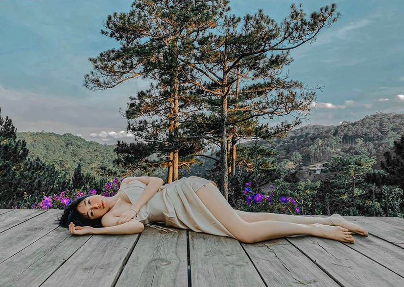 Elly Trần khoe vẻ đẹp mong manh nhưng không kém phần nóng bỏng
