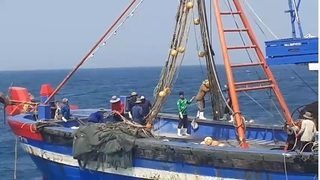 Nổ súng vây bắt 2 tàu cá tấn công lực lượng biên phòng