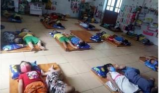 Cho trẻ đeo khẩu trang ngay cả lúc ngủ, một trường mầm non bị phê bình