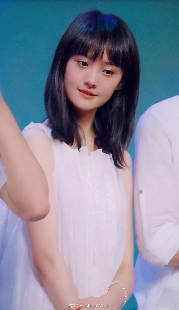 Nhan sắc tựa nữ thần của Trịnh Sảng năm 18 tuổi gây sốt Weibo