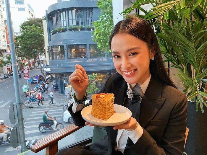 Ăn mặc kín đáo nhưng Angela Phương Trinh vẫn khiến nhiều người trầm trồ vì quá cuốn hút