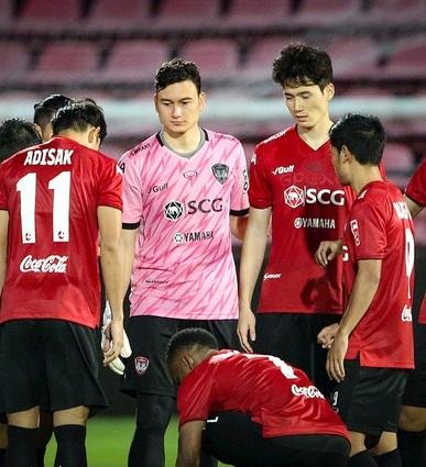 Muangthong United không bán Đặng Văn Lâm