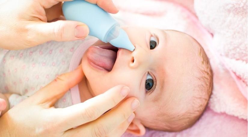 Rửa mũi cho bé