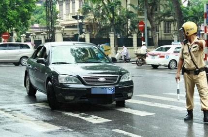Hàng chục xe biển xanh vi phạm giao thông, công an quyết định phạt nguội