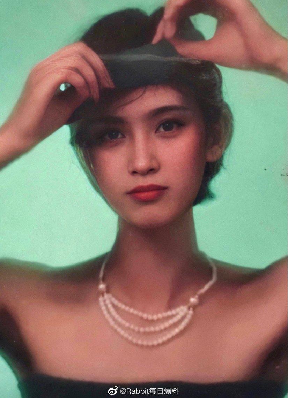 Bất ngờ nhan sắc xinh đẹp của mẹ ruột các mỹ nhân Hoa ngữ