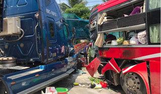 Container đấu đầu xe khách biển Thanh Hóa, tông chết một phụ nữ