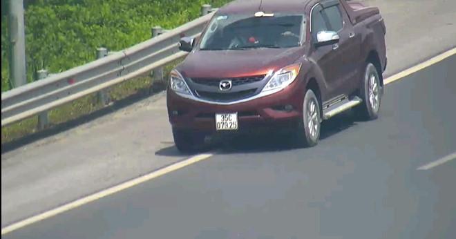 Đi lùi 500m trên cao tốc, tài xế xe bán tải bị phạt 17 triệu