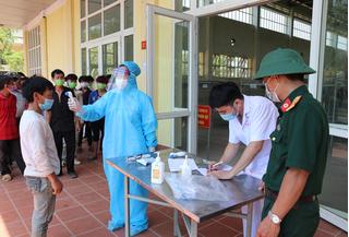 Lào Cai tiếp nhận thêm 62 công dân Việt Nam từ Trung Quốc trở về