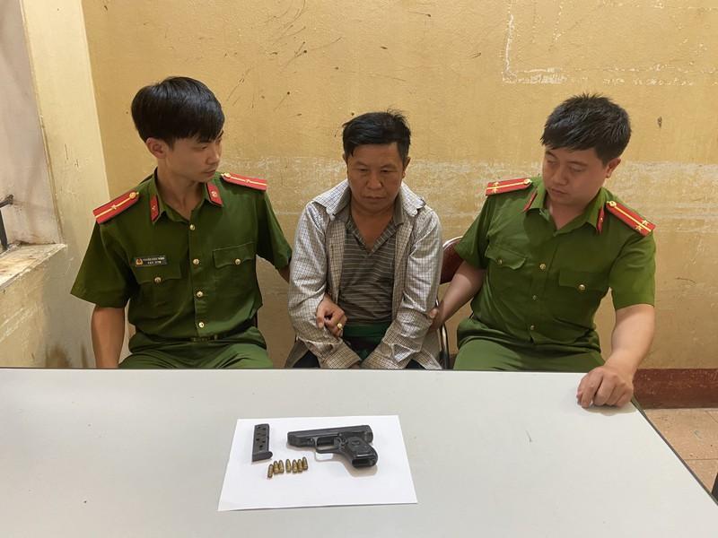 Bắt giữ đối tượng truy nã đặc biệt thủ súng ngắn K77 trong người