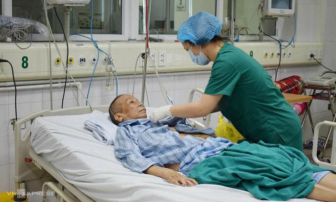 Bác gái bệnh nhân 17 vượt qua cửa tử, hồi sinh trở lại