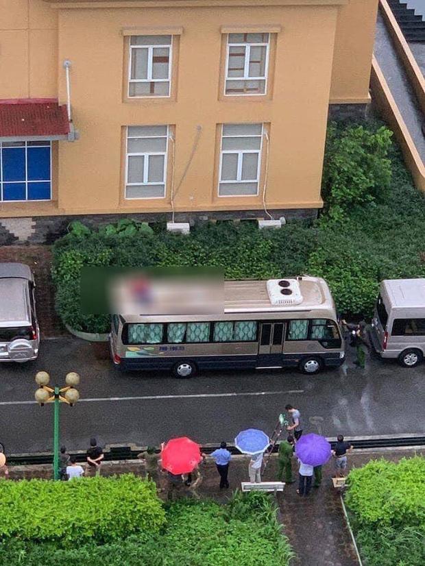 Thi thể người đàn ông trên nóc ô tô đỗ dưới tòa chung cư Hà Nội